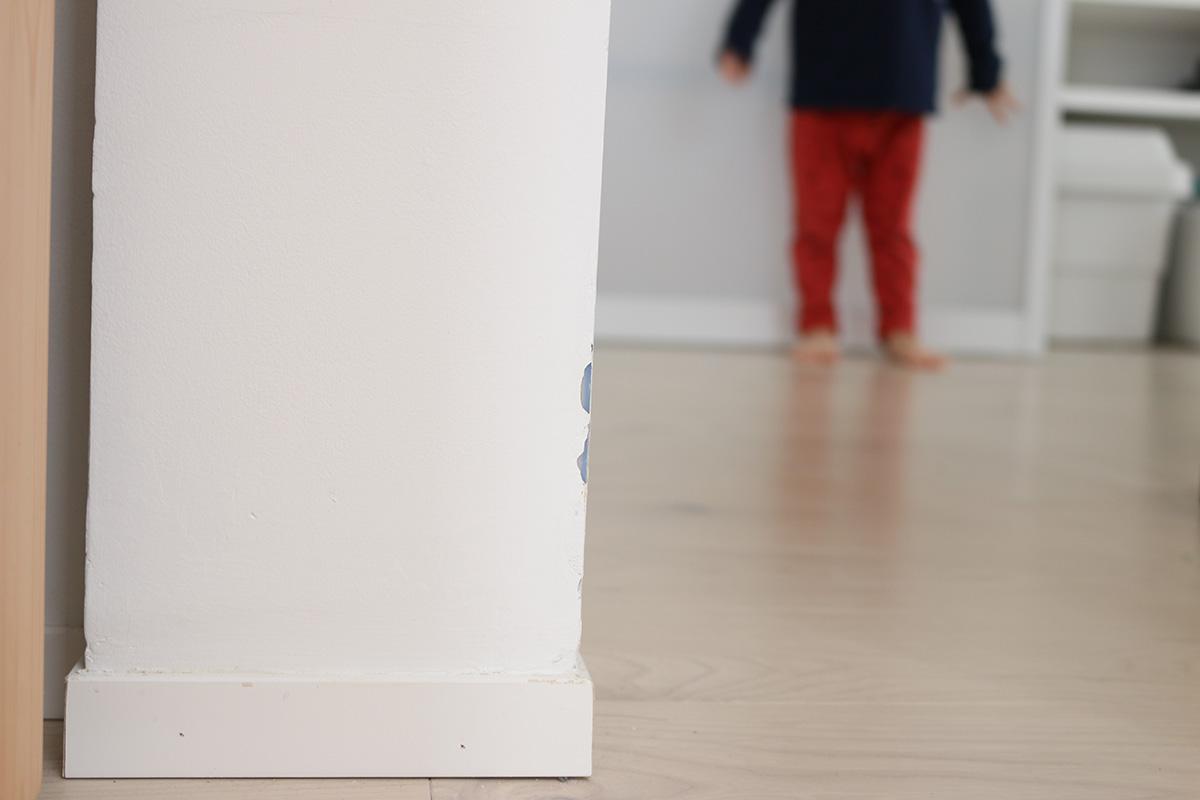 白い塗り壁の汚れと、お手入れ/窓の家と暮らす